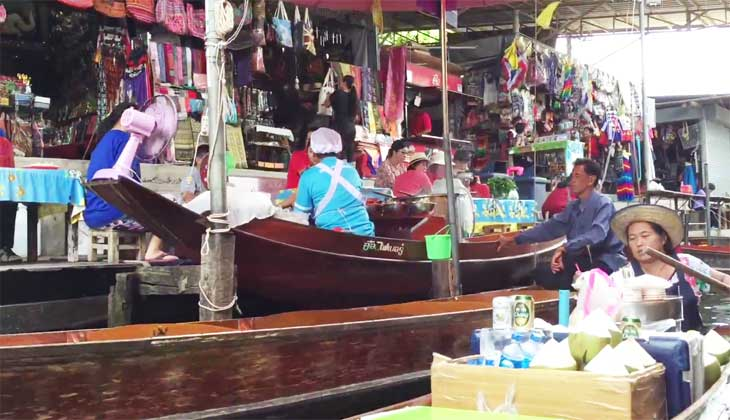Плавучий рынок в Тайланде